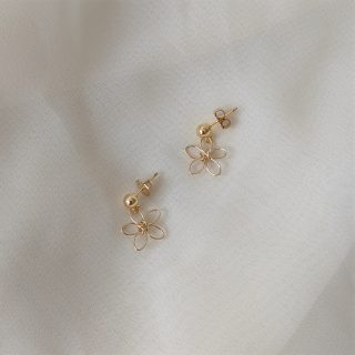 wilder flower earrings gold