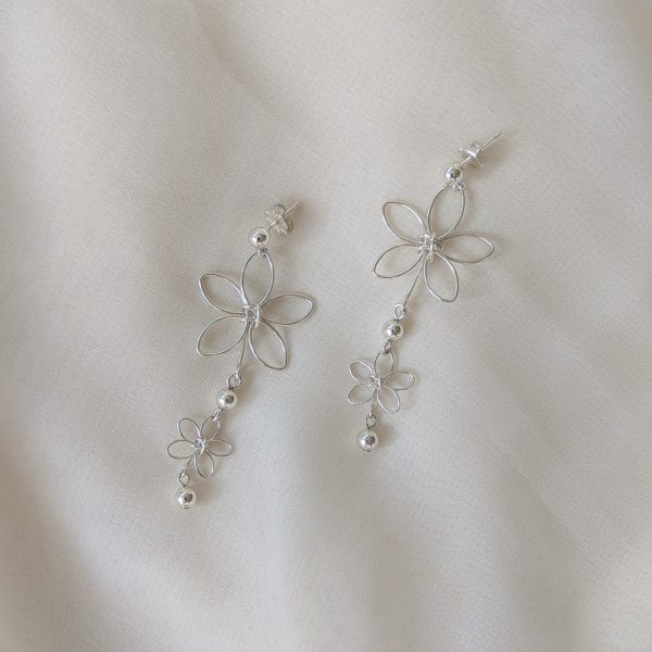 chrysanth earrings silver