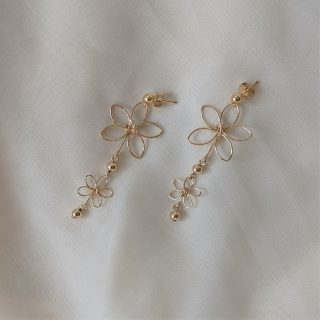 chrysanth earrings gold