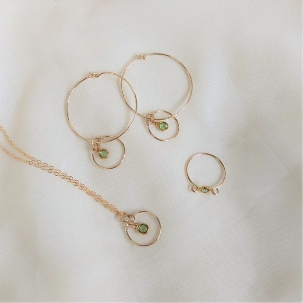 Gem hoops, necklace and ring in gold peridot