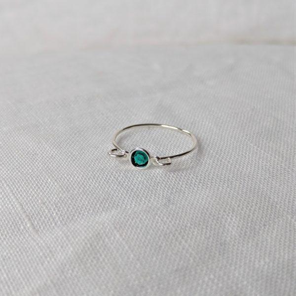 silver emerald gem ring