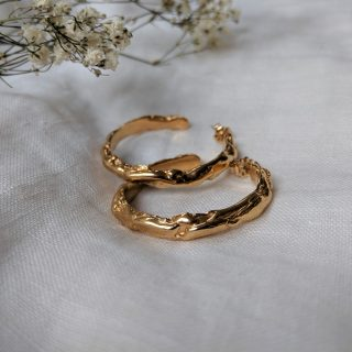 Molten hoop earrings gold
