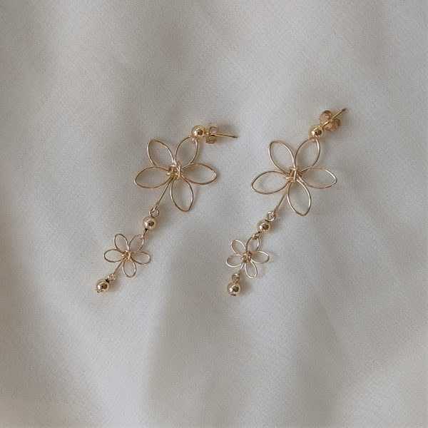 chrysanth earrings gold