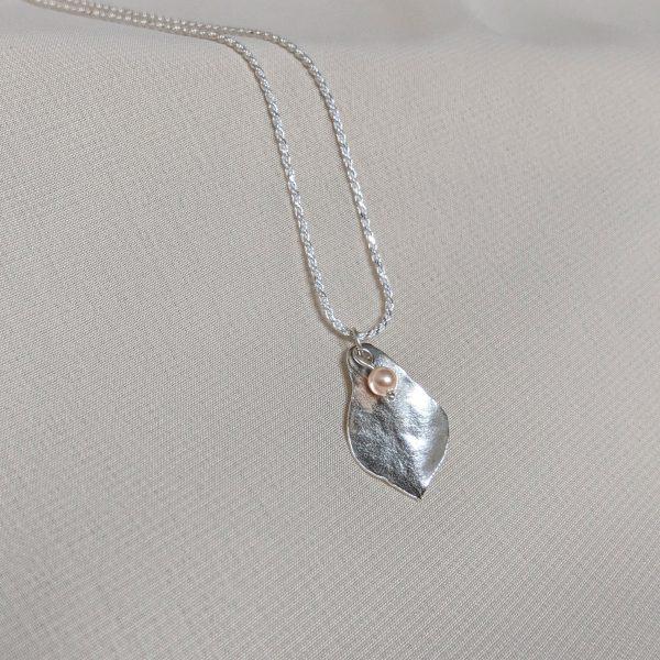 silver flourish necklace