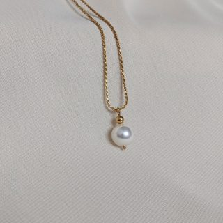 gold ornate necklace