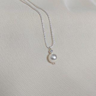 silver ornate necklace